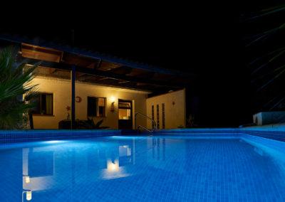 19-08-19 Casa Helena Pool bei Nacht 3
